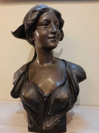 Statue féminin