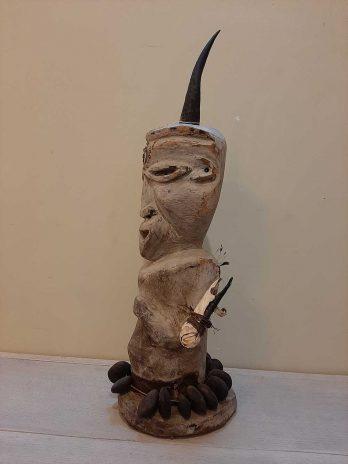 Un buste en bois